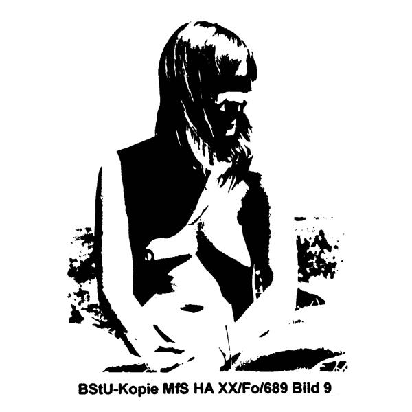 Alba D'Urbano undTina Bara»Covergirl: Wespen-Akte«